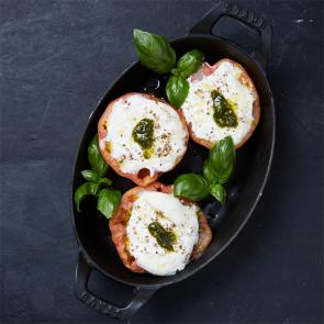 Baked tomato with mozzarella